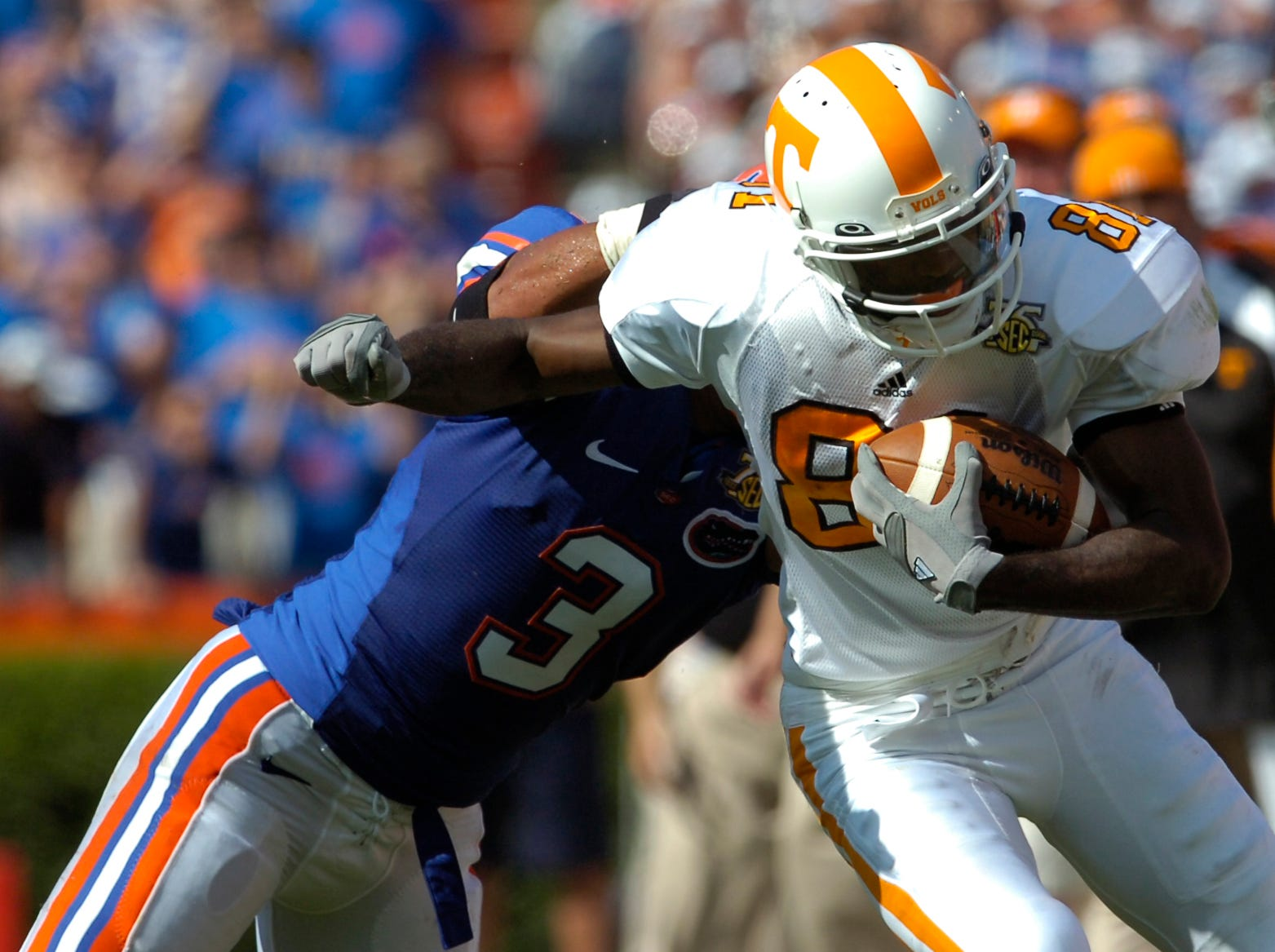 Tennessee wide receiver Josh Briscoe slips past Florida defensive back Kyle Jackson on Sept. 15, 2007 at Gainesville, Fla.