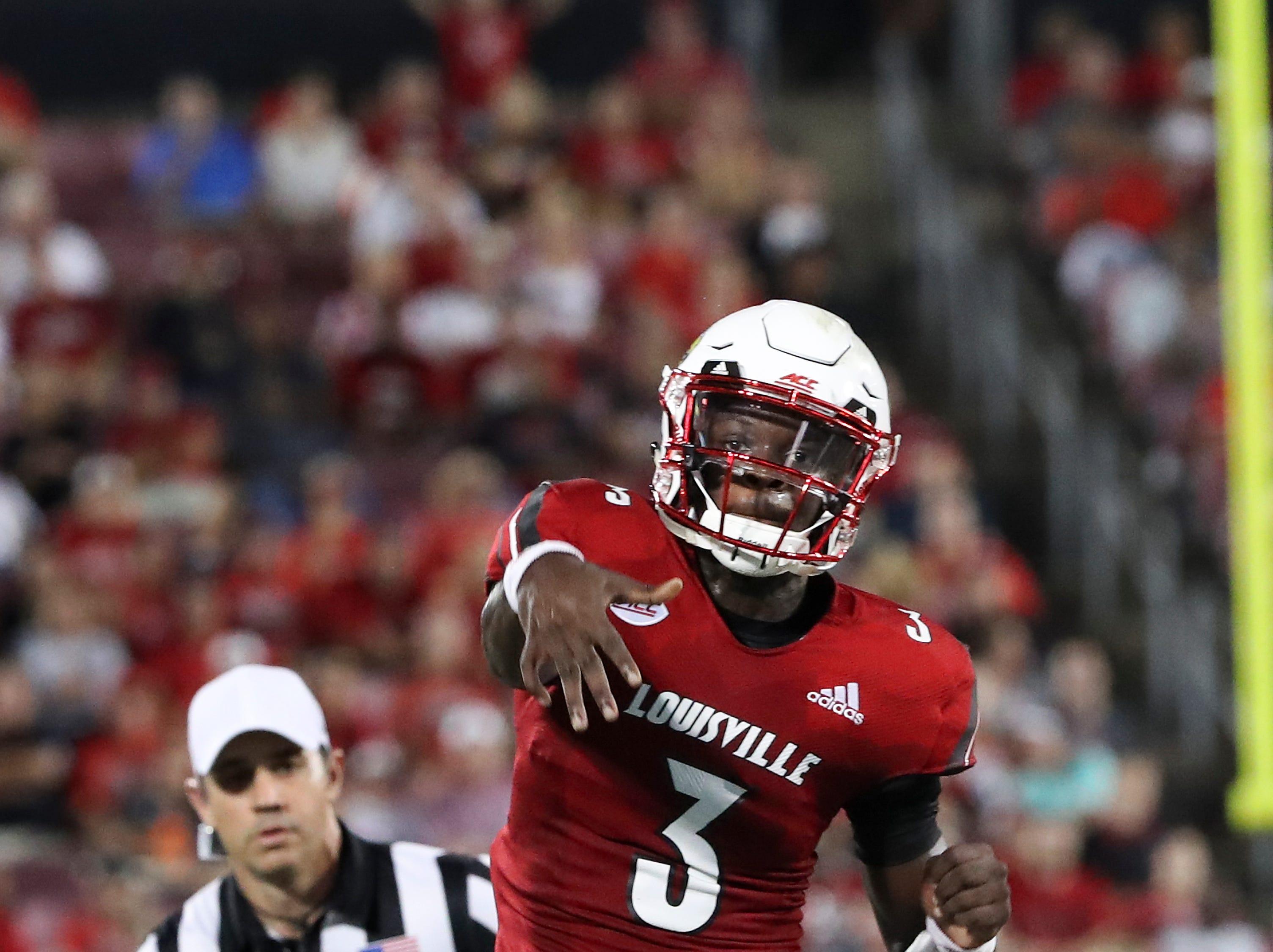 Louisville QB Malik Cunningham (3) passes against WKU during their game at Cardinal Stadium.Sep. 15, 2018