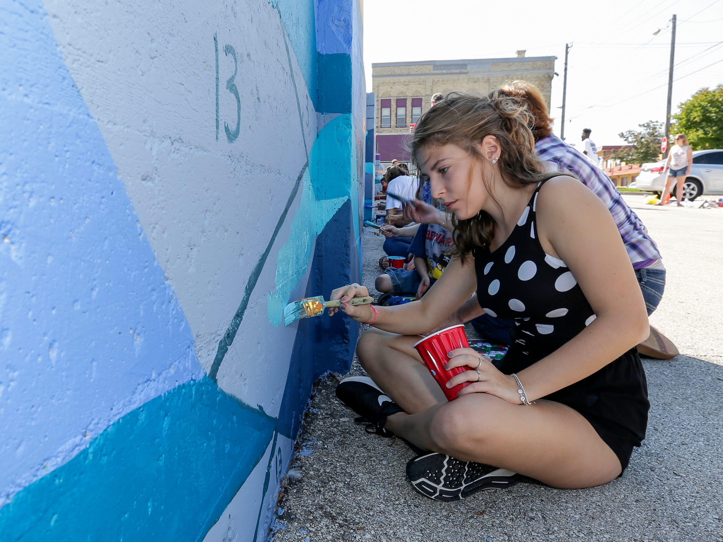 Bea Pizzinini, a high school foreign exchange student from Italy, fills in a square of the public mural at 9th and Jay Street during Art Slam Saturday, September 15, 2018, in Manitowoc, Wis. Josh Clark/USA TODAY NETWORK-Wisconsin
