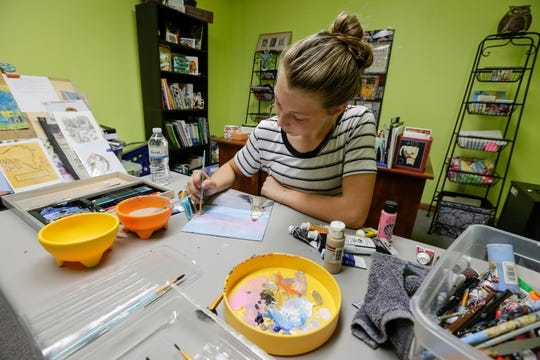 Molly Raddatz, 13, paints a picture of the lighthouse during Art Slam Saturday, September 15, 2018, in Manitowoc, Wis. Josh Clark/USA TODAY NETWORK-Wisconsin
