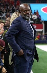 Former Dallas Cowboys running back Emmit Smith watches Saturday's showdown from the sidelines.
