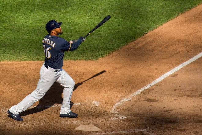 Domingo Santana watches his fly ball clear the right-field wall for a solo homer in the ninth to bring the Brewers within a run of the Pirates on Sunday.