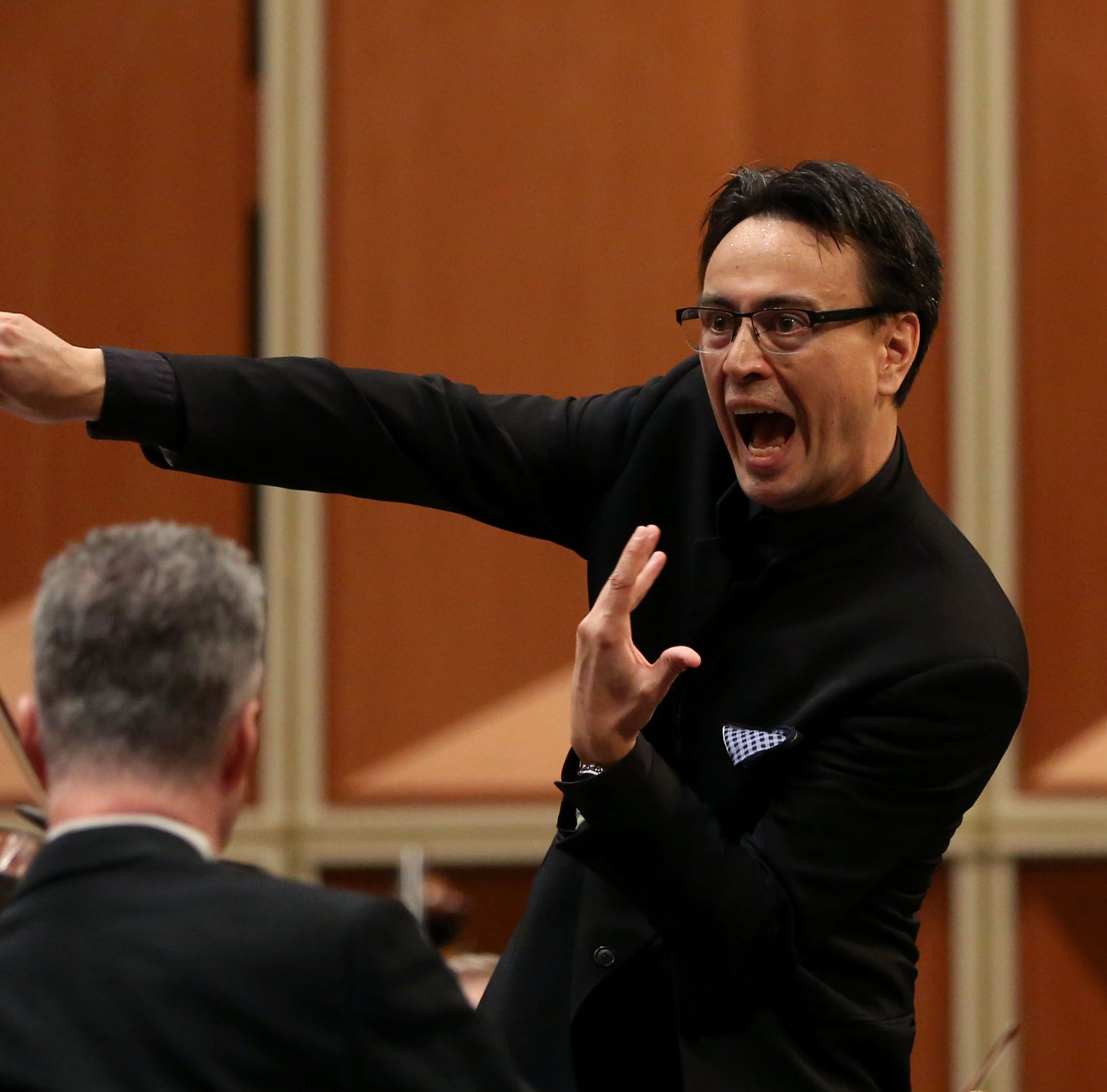 In season opener, Milwaukee Symphony brings audience to its feet again and again