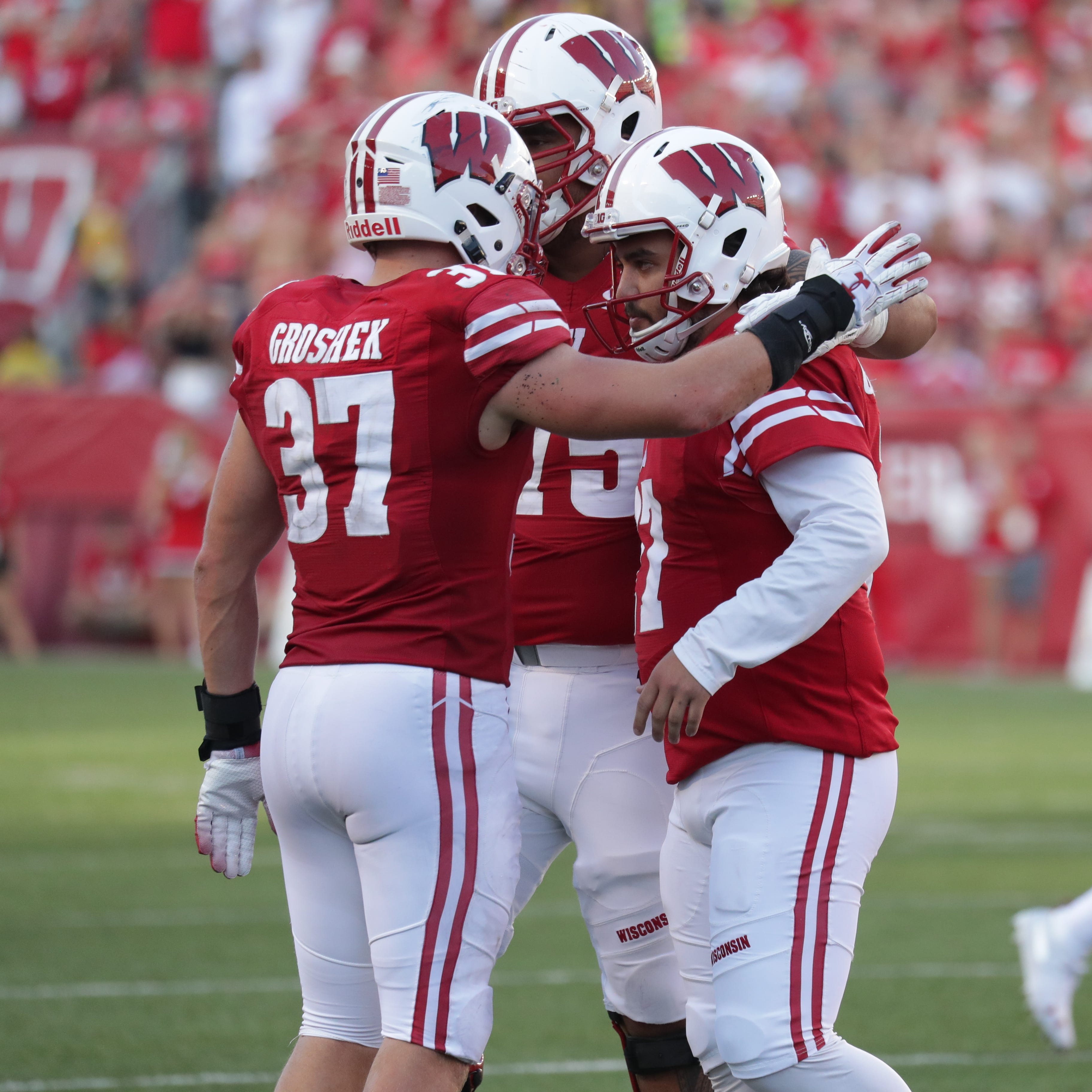 UW notes: Injuries to Andrew Van Ginkel and Zander Neuville add to the Badgers' pain