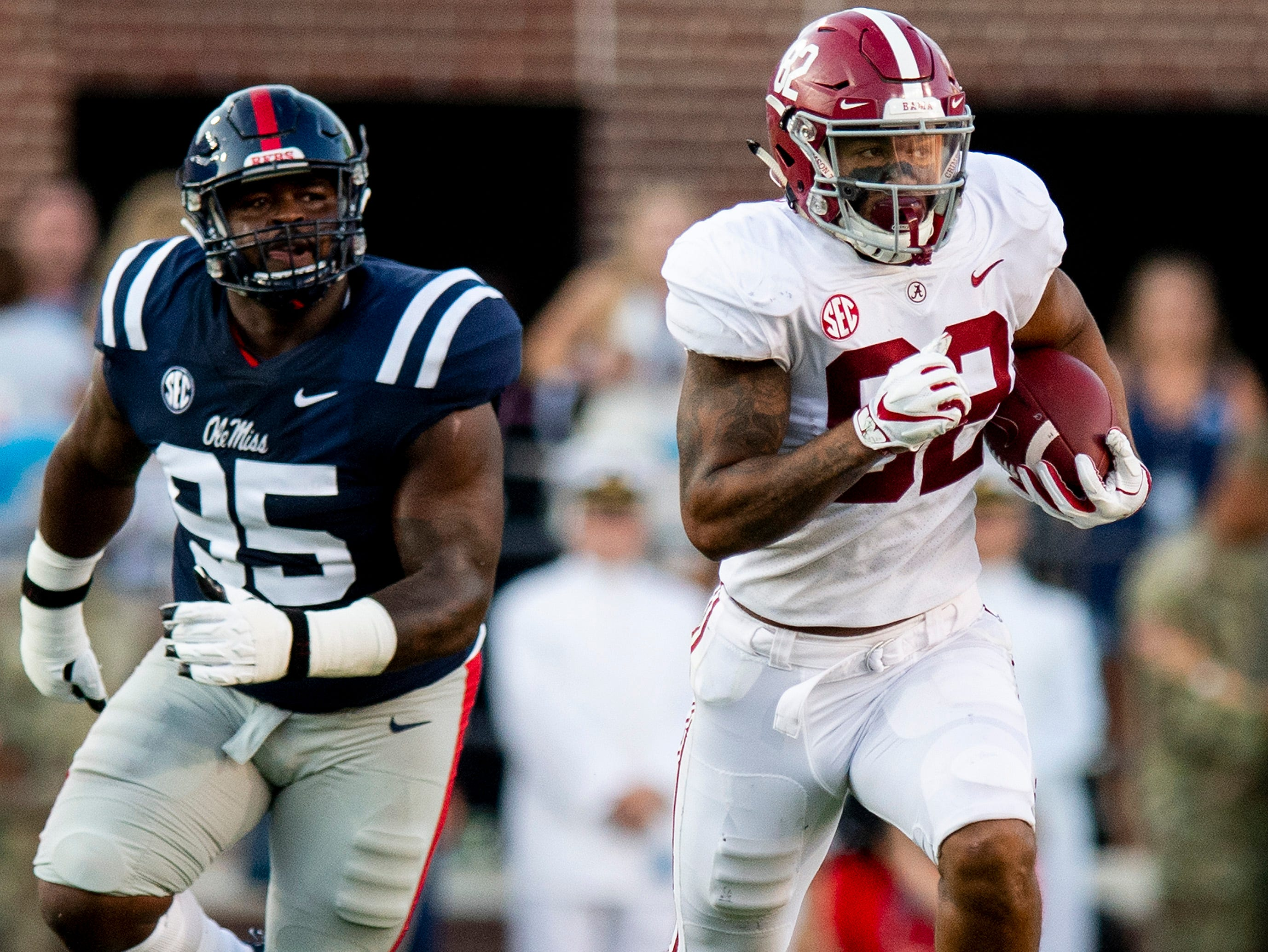 Alabama tight end Irv Smith Jr. (82) against Ole Miss In first half action in Oxford, Ms., on Saturday September 15, 2018.