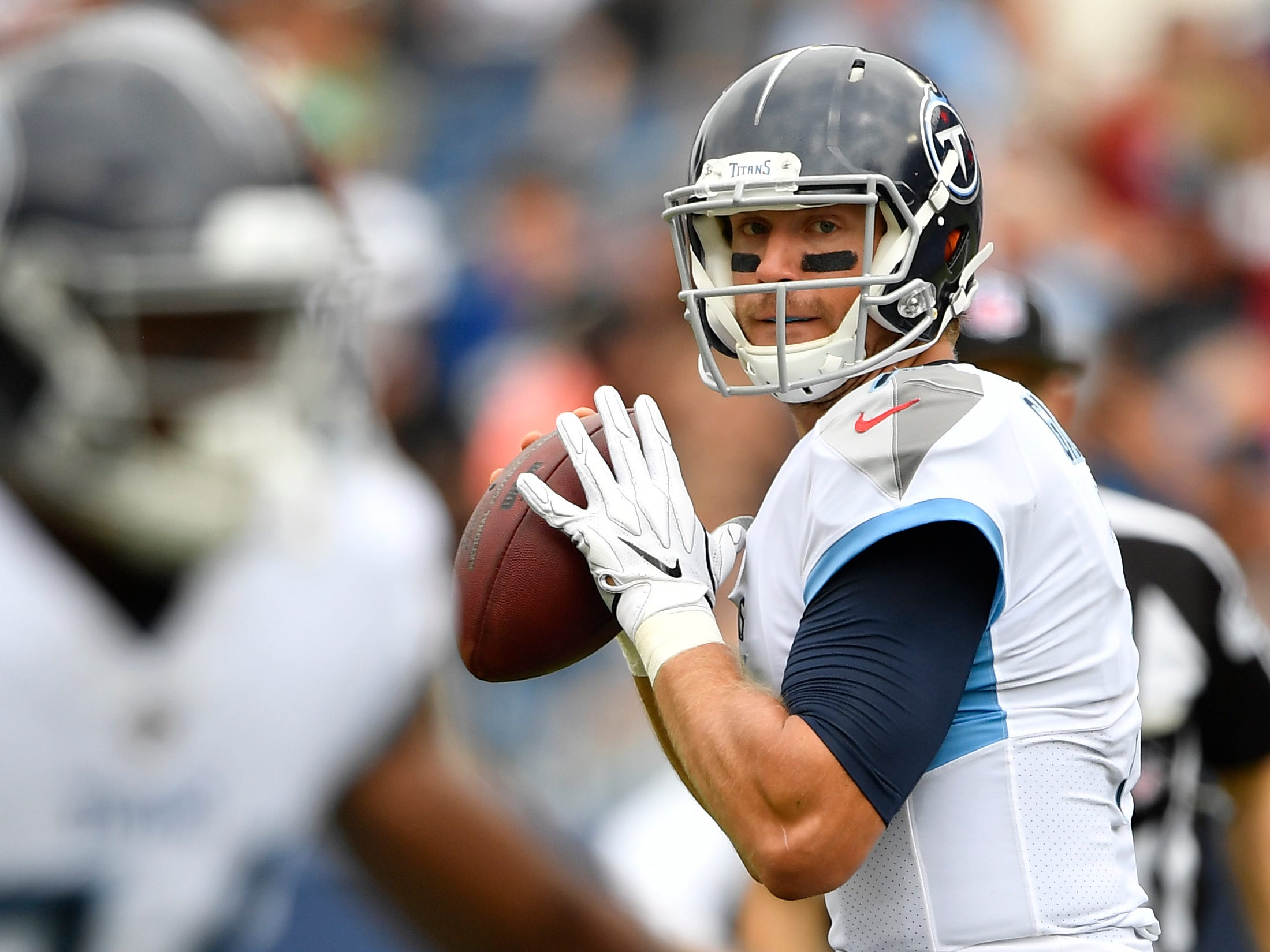 Titans quarterback Blaine Gabbert (7) looks to pass in the first half at Nissan Stadium Sunday, Sept. 16, 2018, in Nashville, Tenn.