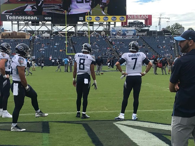 Titans quarterback Marcus Mariota had a glove on his throwing hand during Sunday's warmups.