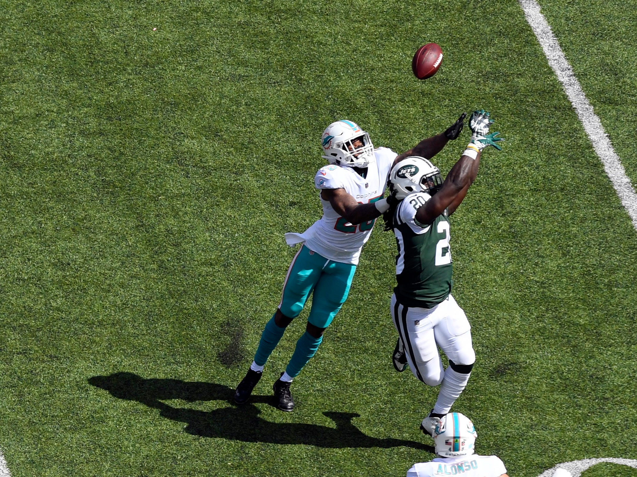 Miami Dolphins cornerback Xavien Howard (25) tips a pass intended for New York Jets running back Isaiah Crowell (20). The New York Jets lose to the Miami Dolphins 20-12 in Week 2 at MetLife Stadium in East Rutherford, NJ on Sunday, September 16, 2018.