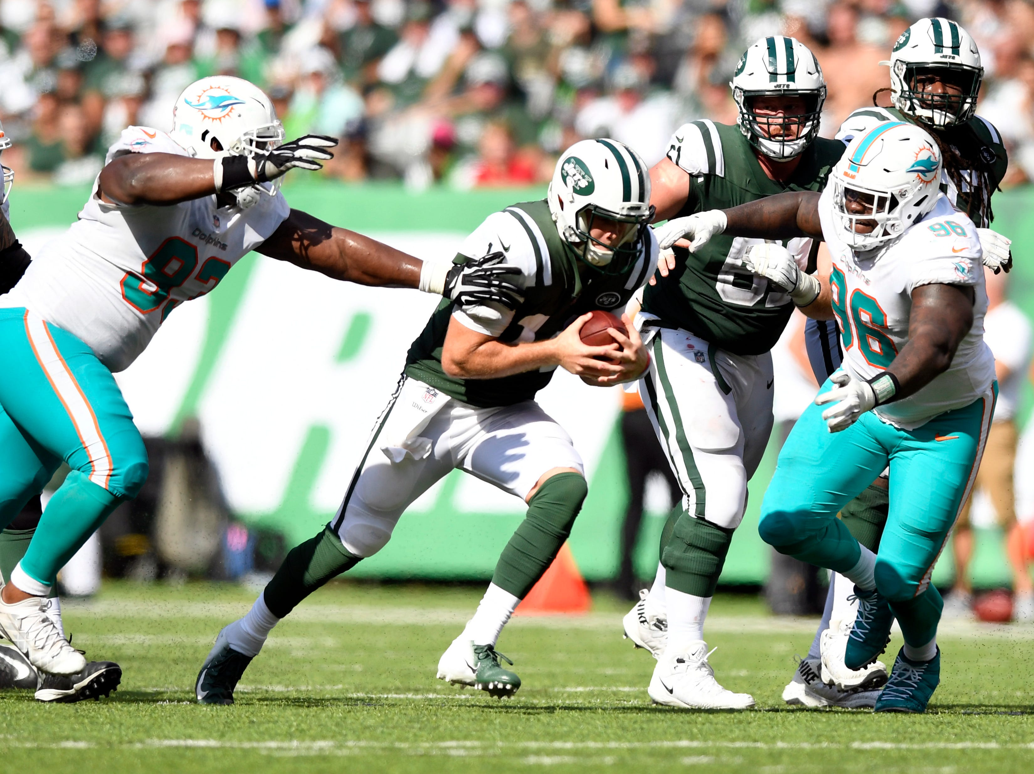 New York Jets quarterback Sam Darnold (14) rushes against the Miami Dolphins in Week 2 at MetLife Stadium in East Rutherford, NJ on Sunday, September 16, 2018.