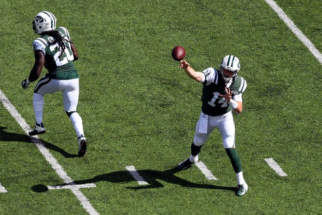 New York Jets quarterback Sam Darnold (14) throws the ball against the Miami Dolphins in Week 2 at MetLife Stadium in East Rutherford, NJ on Sunday, September 16, 2018.