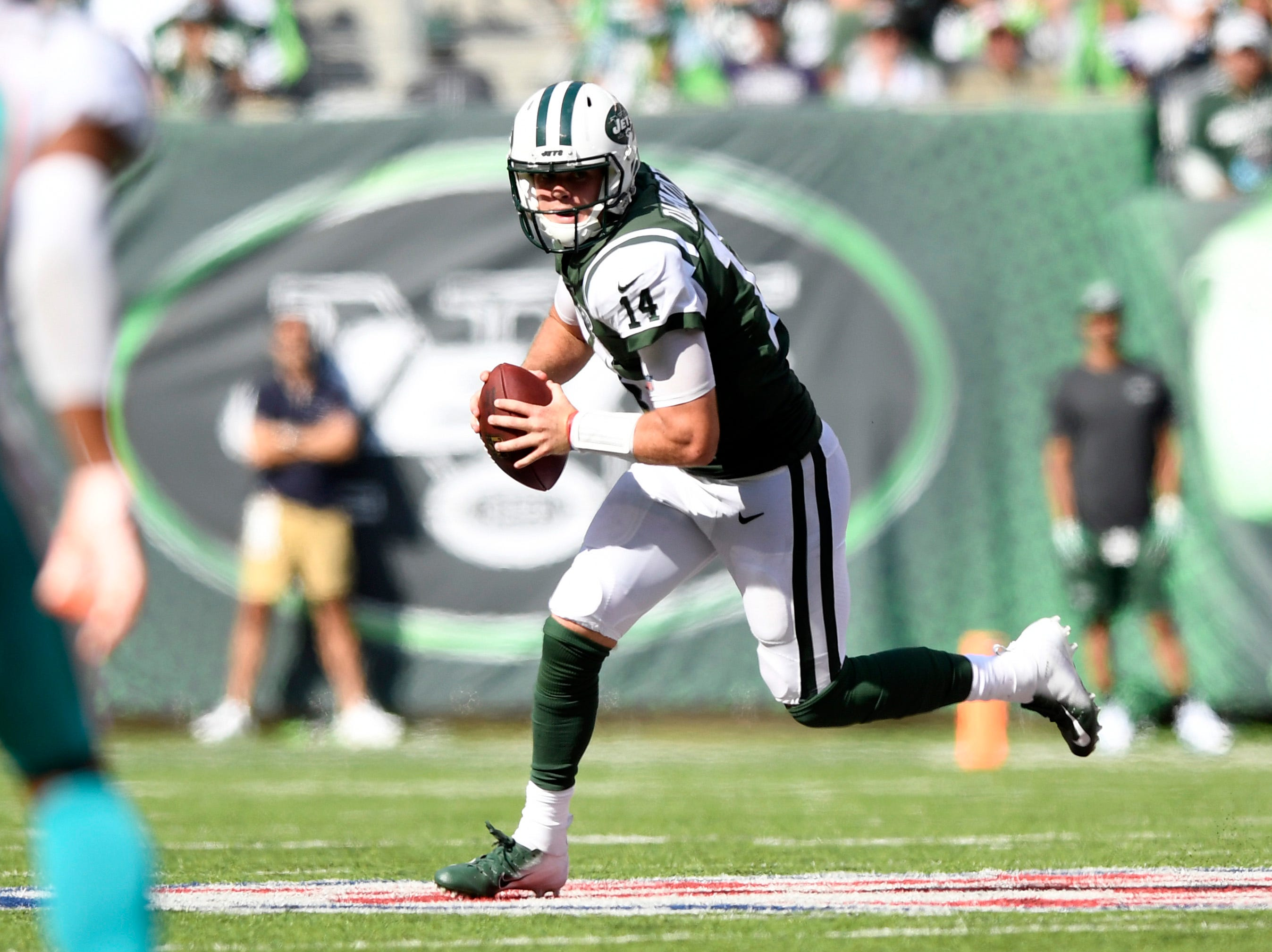 New York Jets quarterback Sam Darnold (14) looks for an open receiver against the Miami Dolphins in Week 2 at MetLife Stadium in East Rutherford, NJ on Sunday, September 16, 2018.