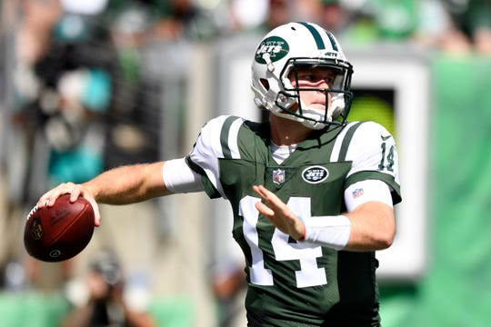 New York Jets quarterback Sam Darnold (14) throws against the Miami Dolphins in Week 2 at MetLife Stadium in East Rutherford, NJ on Sunday, September 16, 2018.