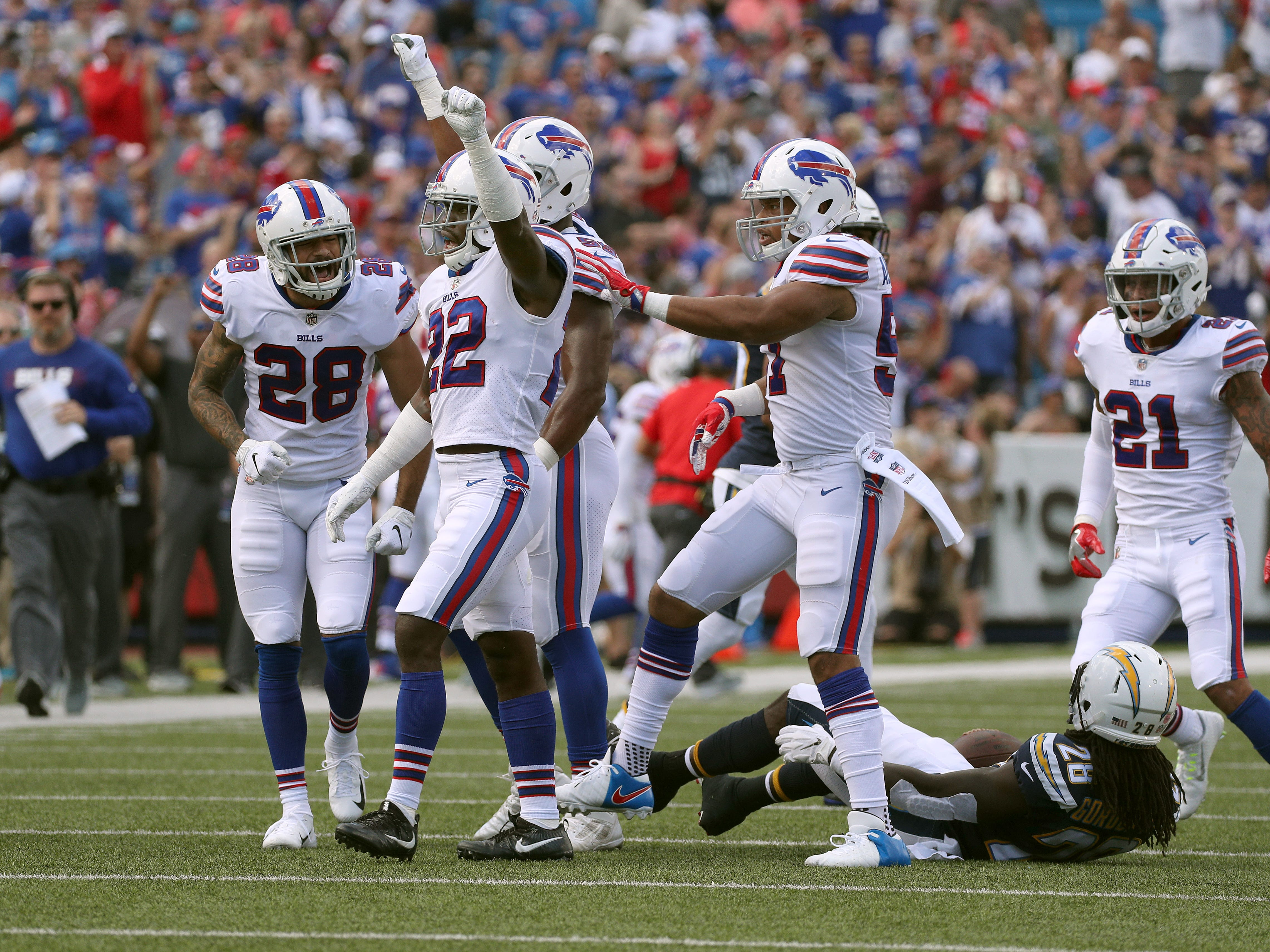 Vontae Davis (22) celebrates a defensive stop with his Buffalo Bills teammates during the first half of Sunday's loss to the Los Angeles Chargers. Davis quit the team at halftime.