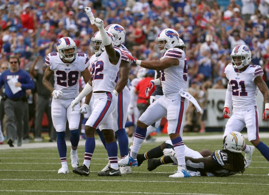 Vontae Davis (22) celebrates a defensive stop with his Buffalo Bills  teammates during the 54032e637