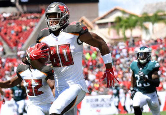 49fd2933905 Eagles can't catch up to red-hot Ryan Fitzpatrick, Buccaneers