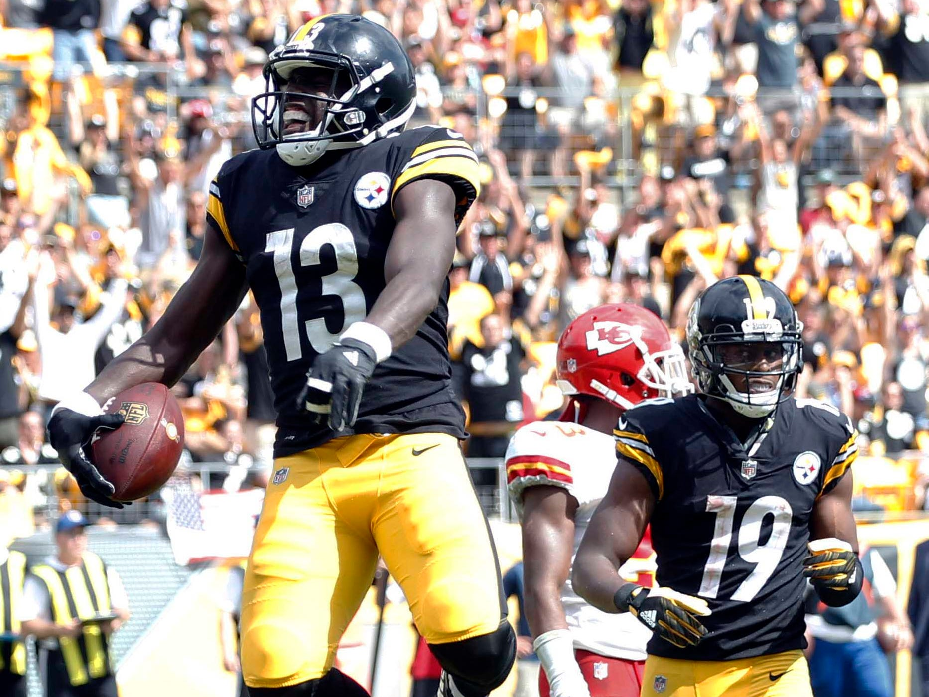 Pittsburgh Steelers wide receiver James Washington celebrates his touchdown catch against the Kansas City Chiefs during the second quarter at Heinz Field.