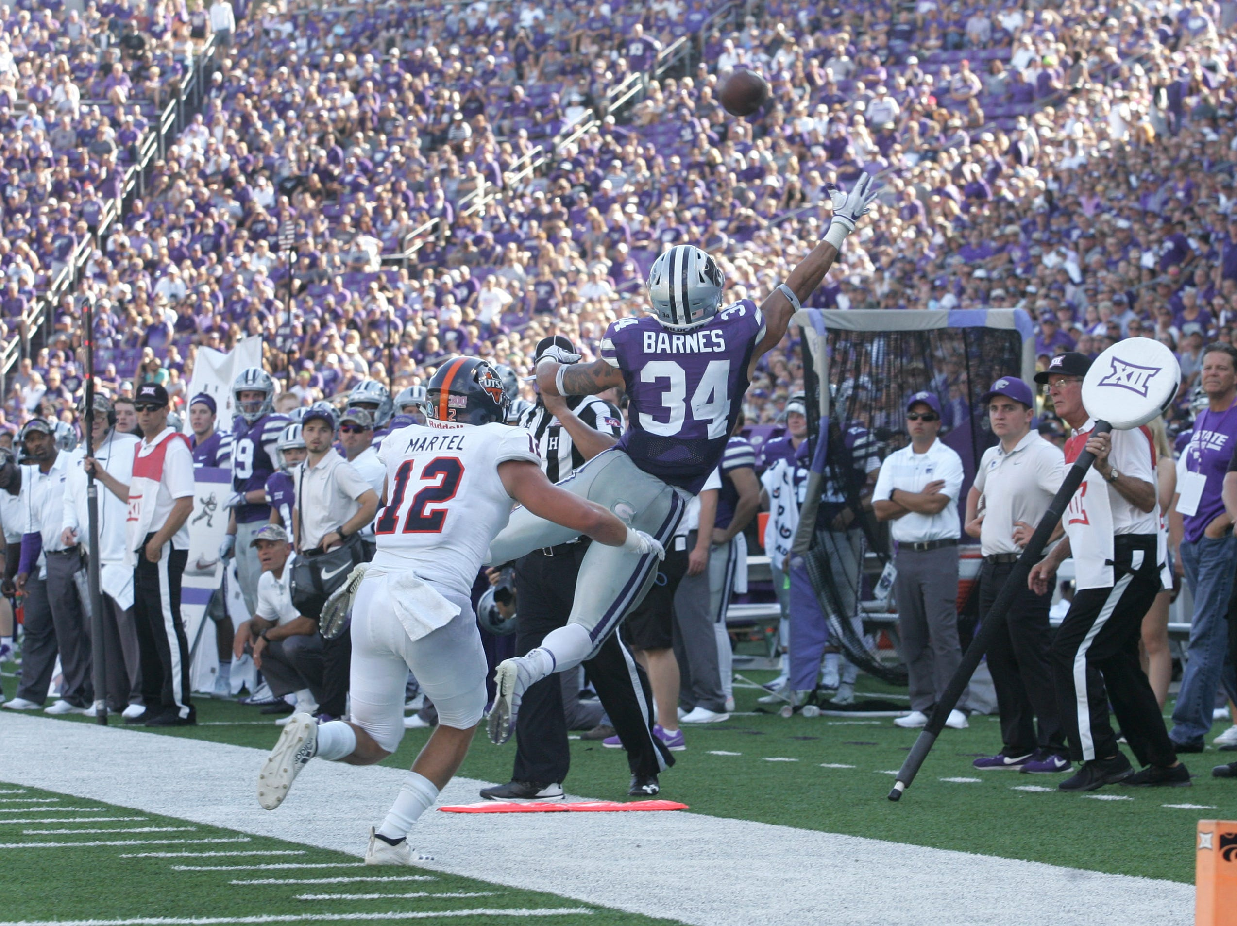 Kansas State Wildcats running back Alex Barnes (34) misses a catch against UTSA Roadrunners safety Andrew Martel (12) during the third quarter at Bill Snyder Family Stadium.