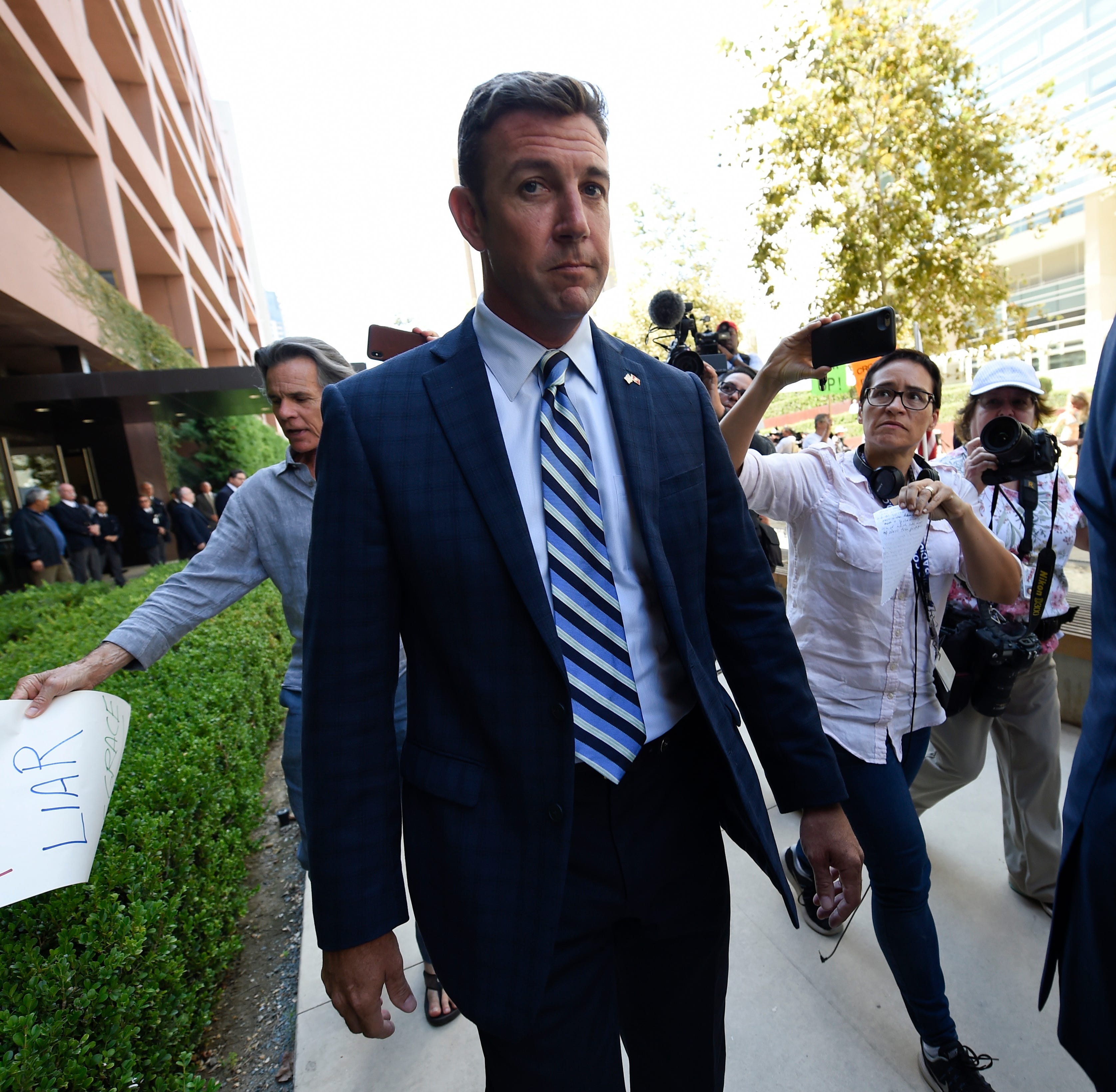 Military service doesn't give politicians like Duncan Hunter license to break the law