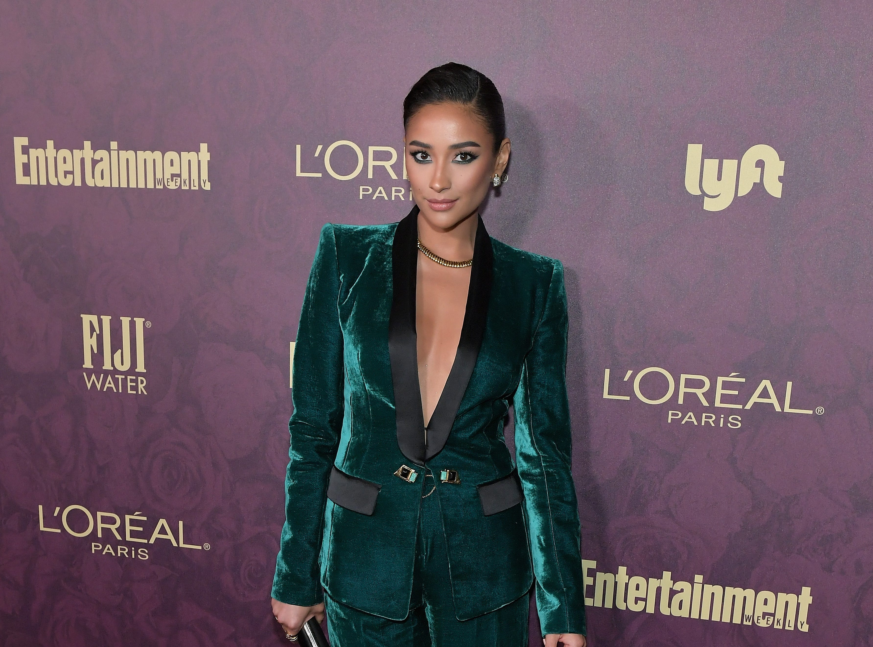 LOS ANGELES, CA - SEPTEMBER 15:  Shay Mitchell attends the 2018 Pre-Emmy Party hosted by Entertainment Weekly and L'Oreal Paris at Sunset Tower on September 15, 2018 in Los Angeles, California.  (Photo by Neilson Barnard/Getty Images for Entertainment Weekly) ORG XMIT: 775214113 ORIG FILE ID: 1033989138