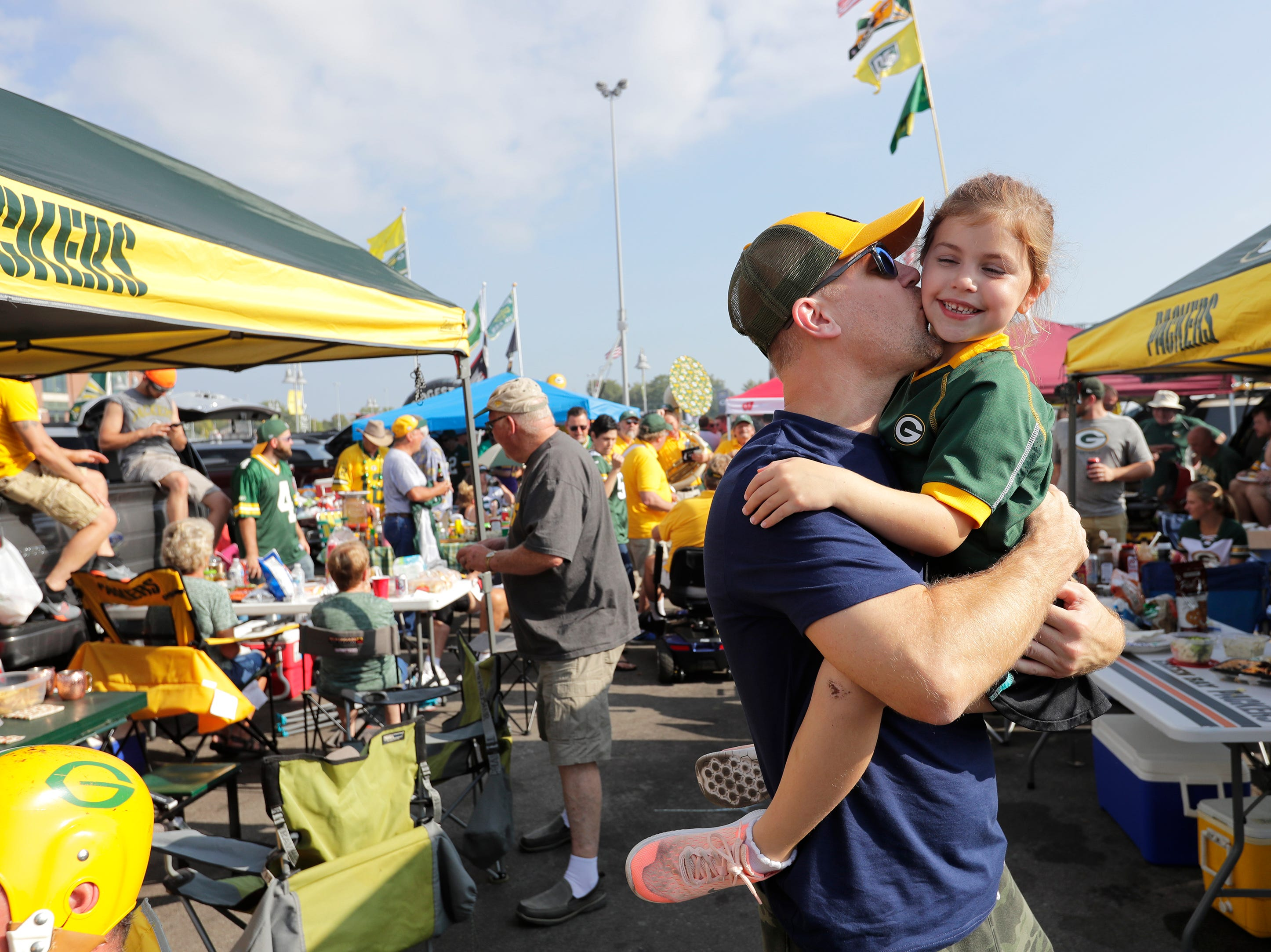 Craig Mickelson of Mahtomedi, MN, and his daughter Zoey, 6, have fun tailgating before the Green Bay Packers play against the Minnesota Vikings Sunday, Sept. 16, 2018, at Lambeau Field in Green Bay, Wis. Dan Powers/USA TODAY NETWORK-Wisconsin