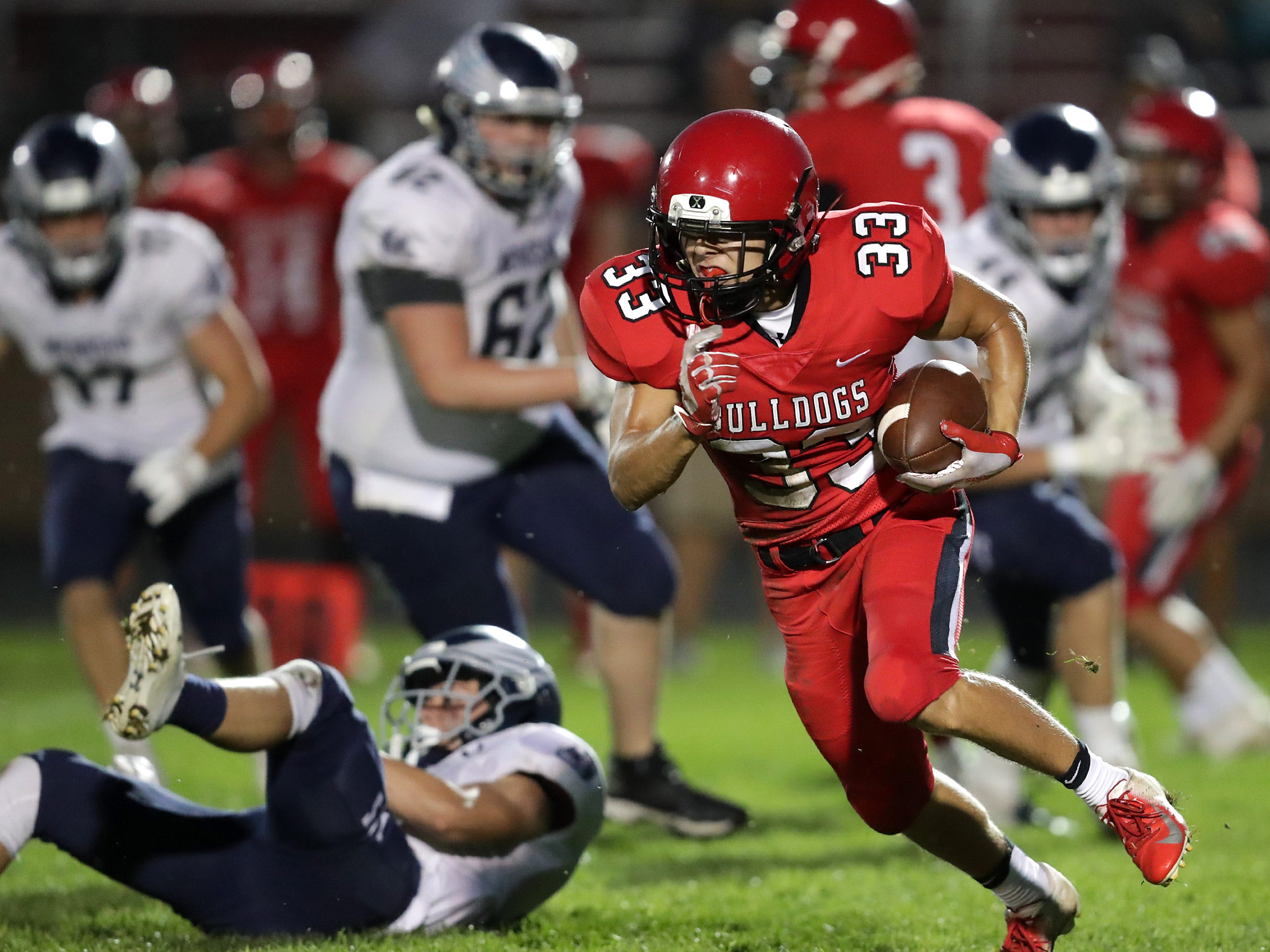 New London High School's #33 Vincent Winkler rushes against Menasha High School during their football game on Friday, September 14, 2018, New London, Wis. Menasha defeated the Bulldogs 34 to 28.Wm. Glasheen/USA TODAY NETWORK-Wisconsin