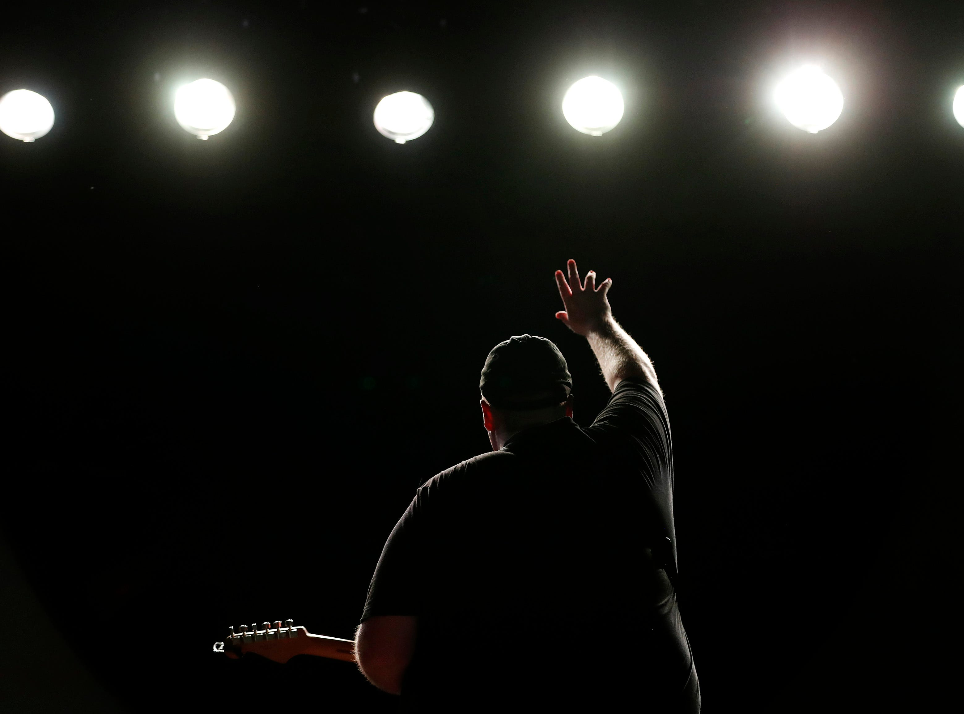 Michigander raises his hand to the crowd while performing during Bazaar After Dark Wednesday, Sept. 12, 2018, in Menasha, Wis.Danny Damiani/USA TODAY NETWORK-Wisconsin