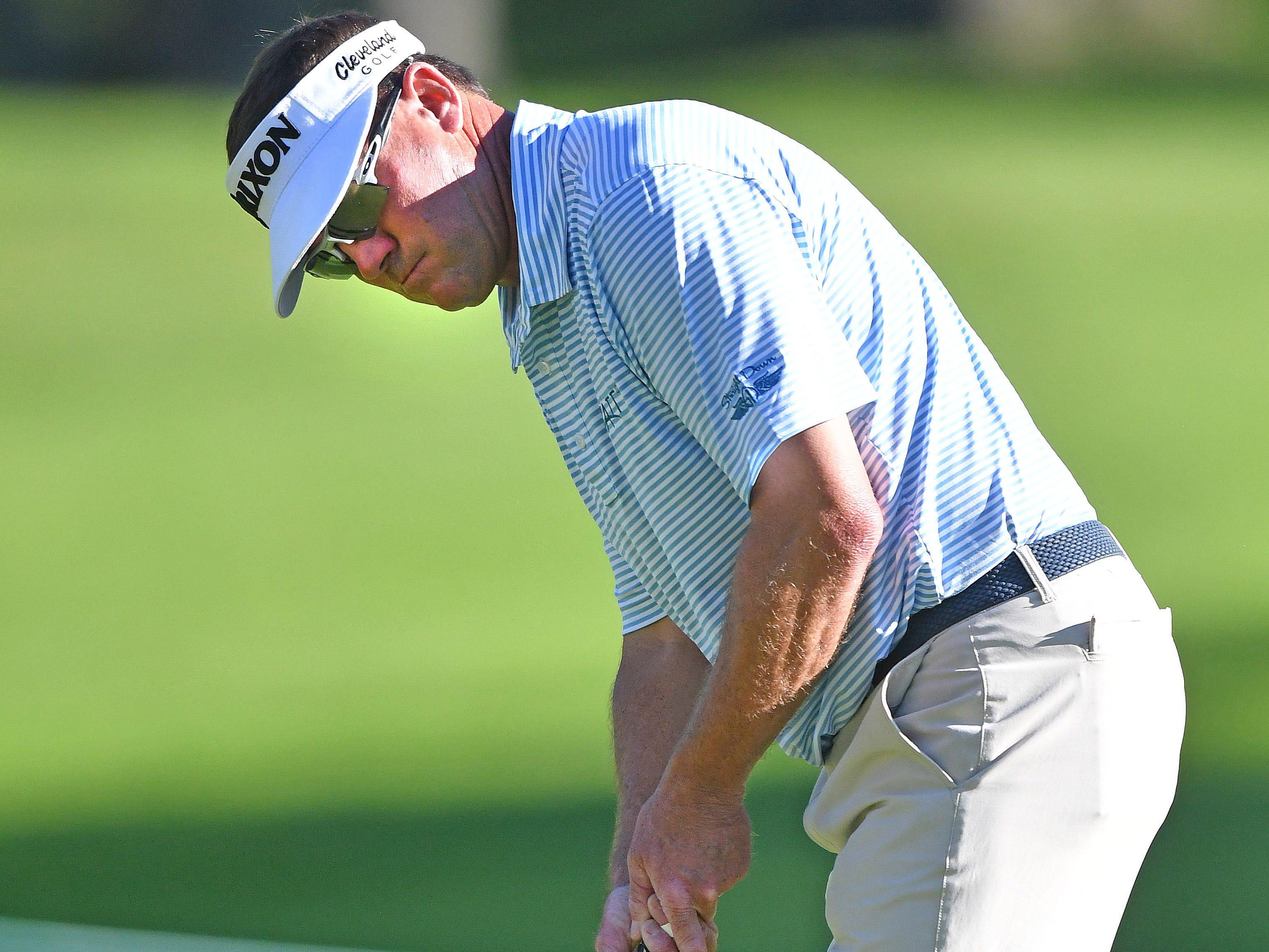 Brandt Jobe misses his birdie putt on the 17th hole.