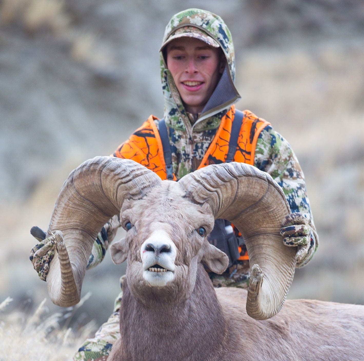 20-year-old Montana hunter's Missouri River Breaks bighorn ram ties world record