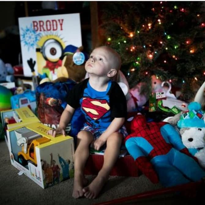 Neighbors give early Christmas to boy, 2, fighting deadly brain cancer
