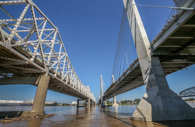 Looking north under the Lincoln and Kennedy Bridges.September 14, 2018