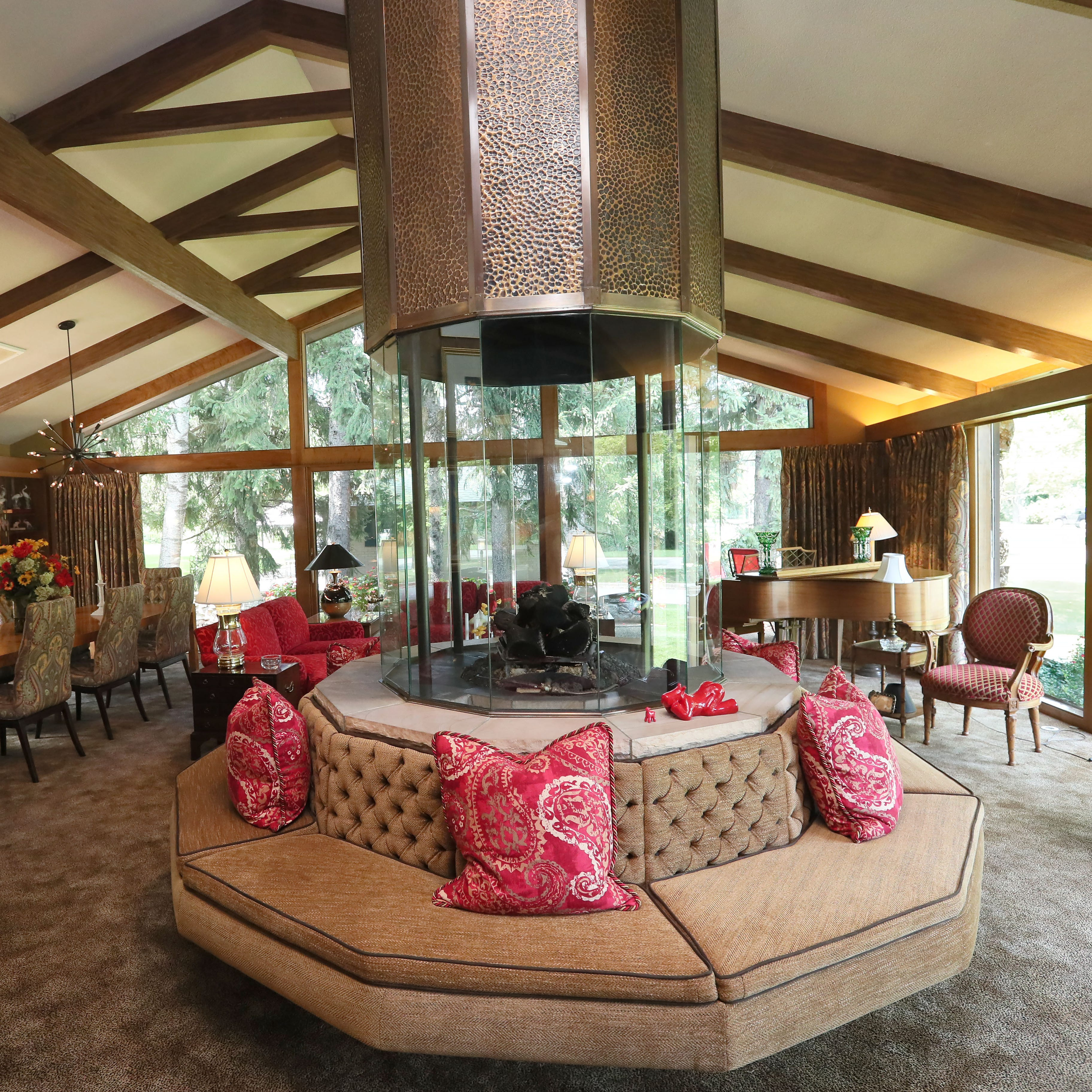 Antique-filled midcentury modern home in West Allis stands apart