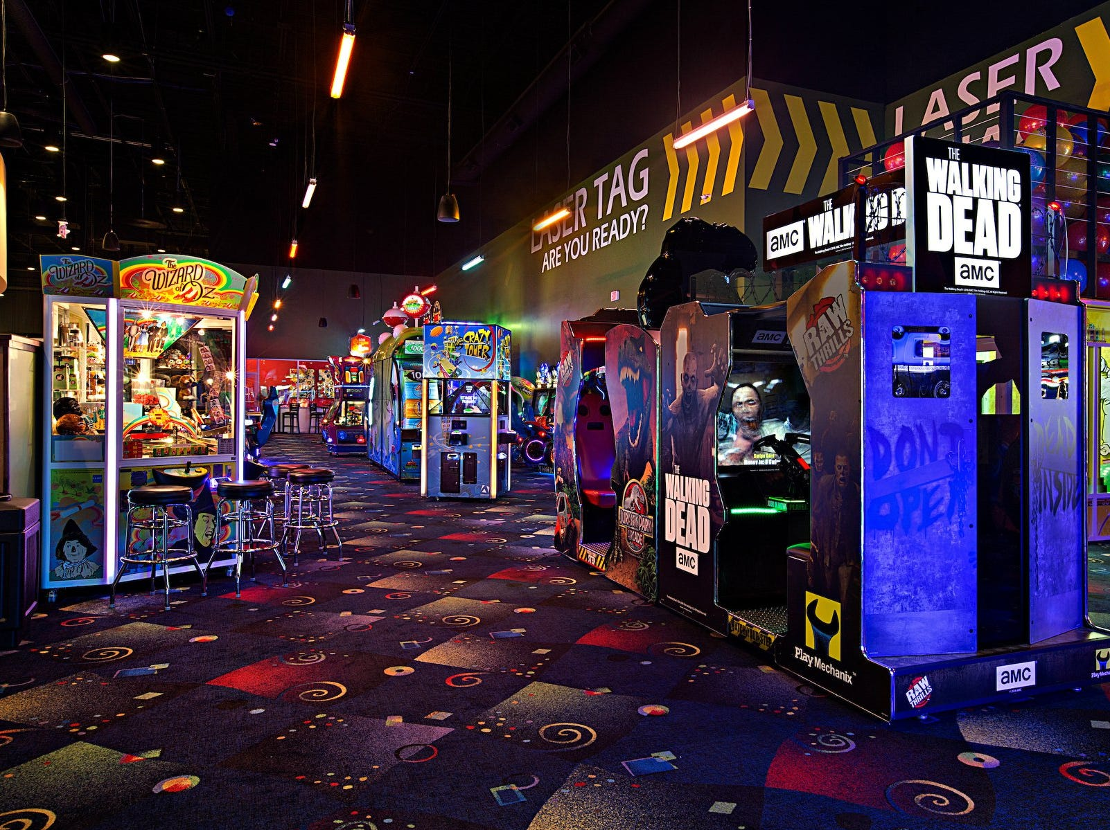 Stars and Strikes brings new entertainment, family fun to Smyrna