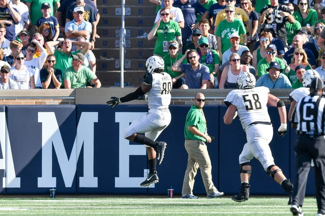 Vanderbilt tight end Jared Pinkney (80) scores a touchdown in the fourth quarter against Notre Dame on Saturday.