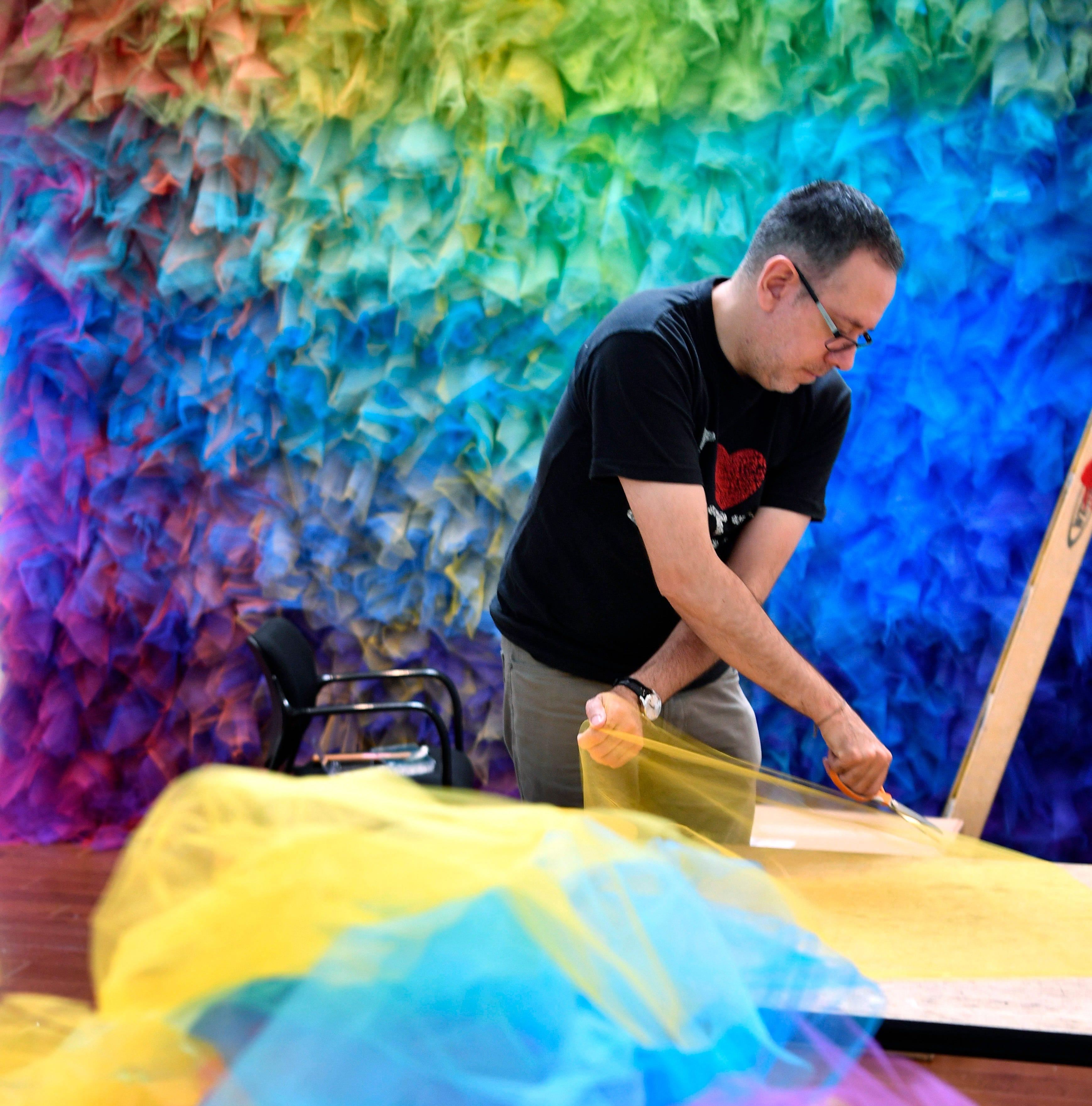 Artist-in-residence Gabriel Dawe makes rainbows at Cheekwood
