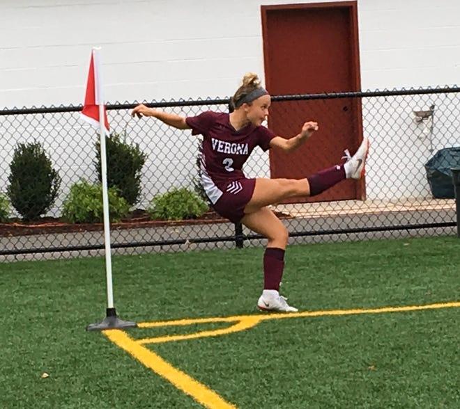 Verona's Lara Tole kicks a corner kick.