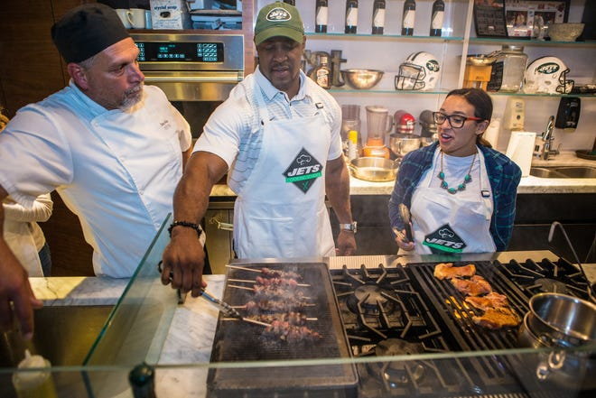 The New York Jets Cooking Class will feature former Jets players like Erik Coleman.