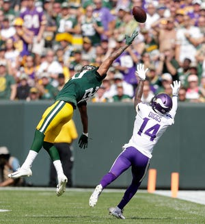 Green Bay Packers cornerback Kevin King (20) defends a pass to Minnesota Vikings wide receiver Stefon Diggs (14) at Lambeau Field on Sunday, September 16, 2018 in Green Bay, Wis.Adam Wesley/USA TODAY NETWORK-Wisconsin
