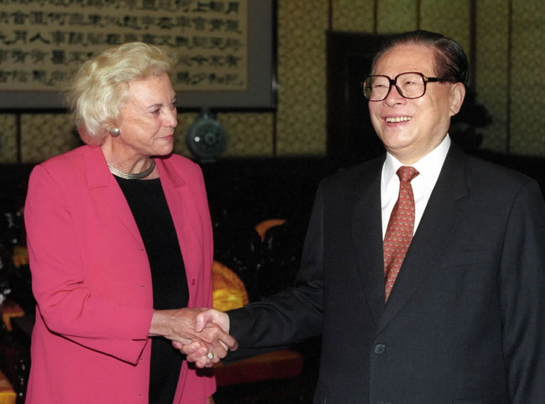 Chinese President Jiang Zemin shakes hands with U.S. Supreme Court Justice Sandra Day O'Connor in Beijing Thursday,  Sept.19, 2002.  O'Connor was in China at the invitation of China's Supreme People's Court.
