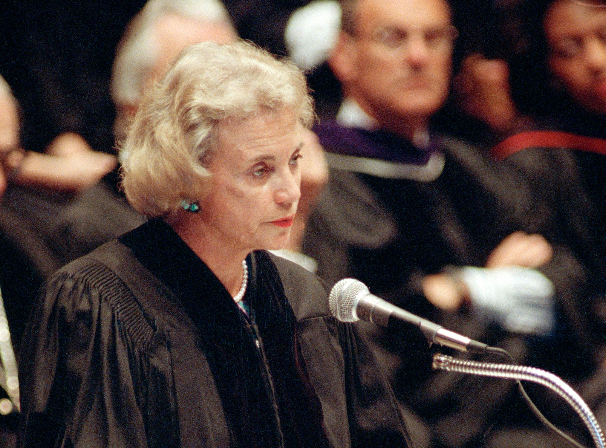Supreme Court Justice Sandra Day O'Connor delivers the commencement address at New York Law School's 100th graduation ceremony in Manhattan, June 10, 1992.  Justice O'Connor also received an honorary Doctor of Laws degree during the ceremony.
