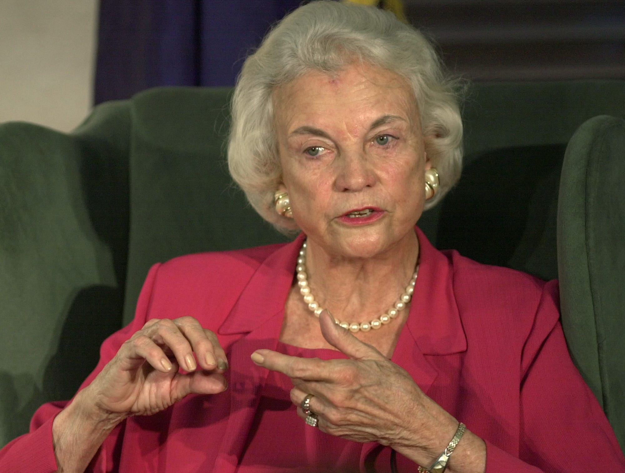 Supreme Court Justice Sandra Day O'Connor talks with students during a forum at the University of Louisville Brandeis School of Law Wednesday, May 14, 2003, in Louisville, Ky.