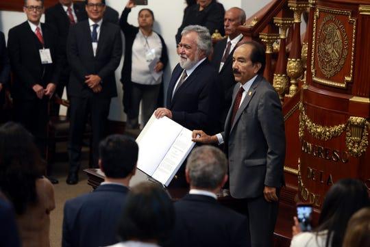 La Primera Legislatura del Congreso de la Ciudad de México quedó instalada, al rendir protesta los 66 nuevos diputados locales.