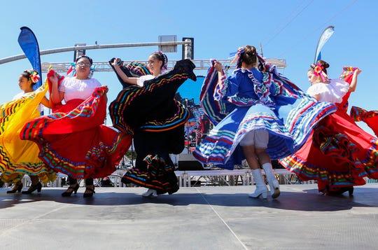 La independencia de México se celebra durante dos días: el primero de ellos, conocido como el grito, se refiere a la historia de un cura mexicano cuyo llamado dio inicio a la guerra de independencia. El segundo es el día oficial de la independencia.