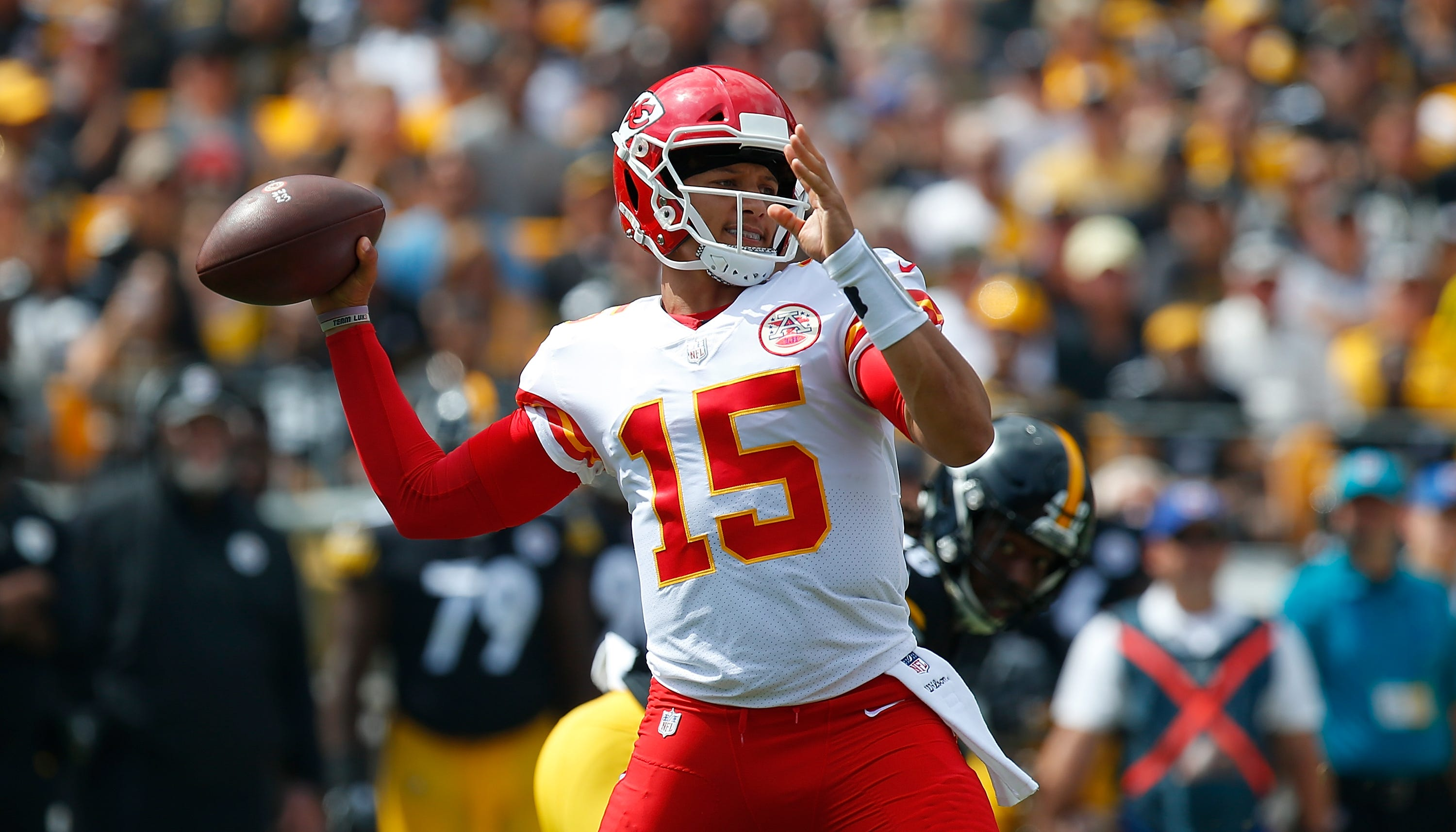 Patrick Mahomes Nfl S Hottest Qb Grew Up In Mlb Clubhouses