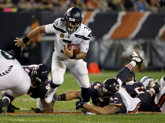 Bears defensive end Akiem Hicks (96) tries to tackle Seahawks quarterback Russell Wilson (3) during the first half of Chicago's 24-17 win Monday in Chicago.