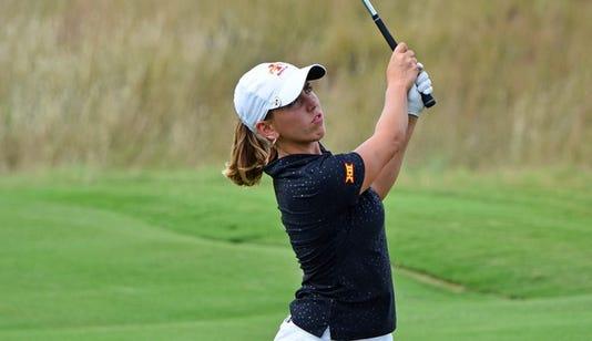 Celia Barquin Arozamena golfing
