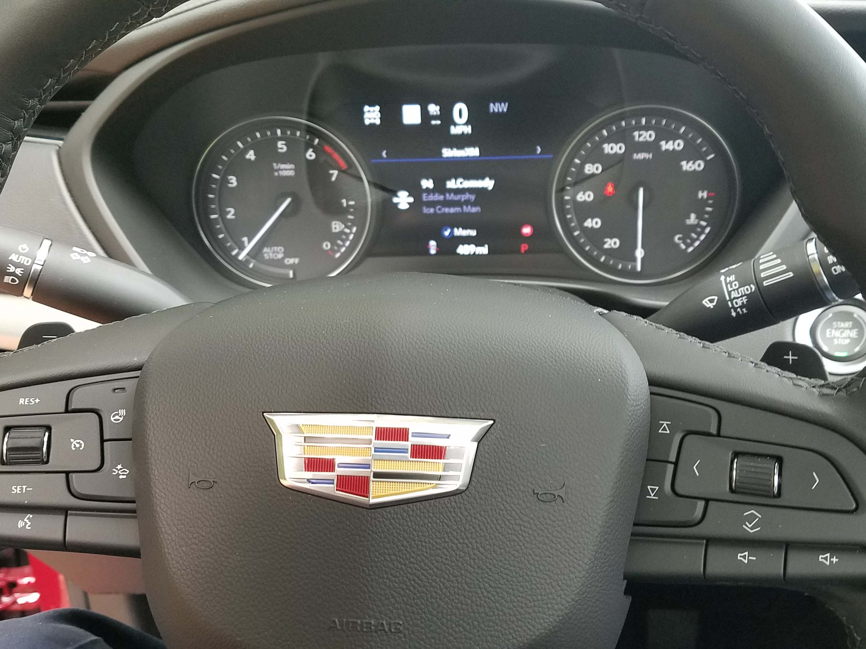Useful steering wheel buttons, instrument panel information and a head-up display mean that 2019 Cadillac XT4 drivers can keep their eyes trained to the road.