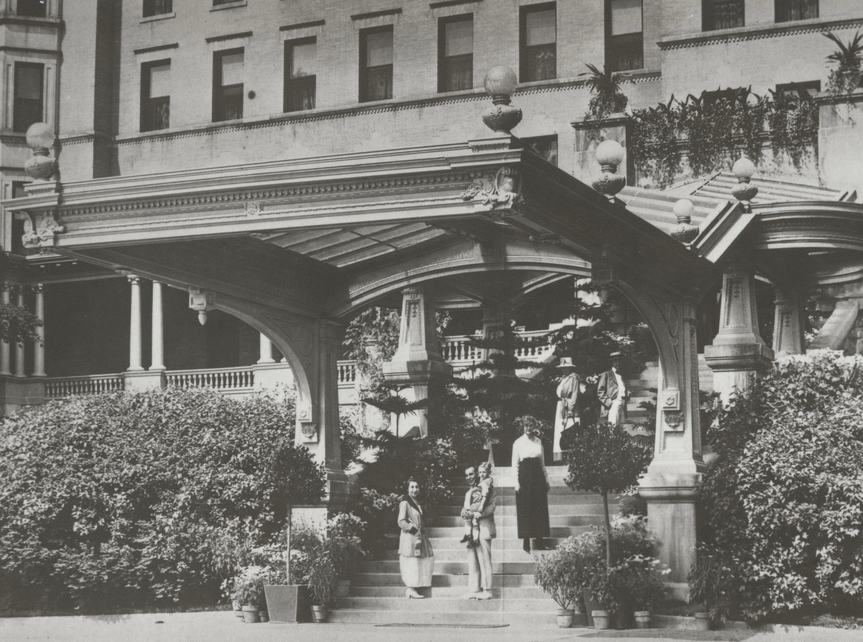 Exterior of the French Lick Springs Hotel in 1917.