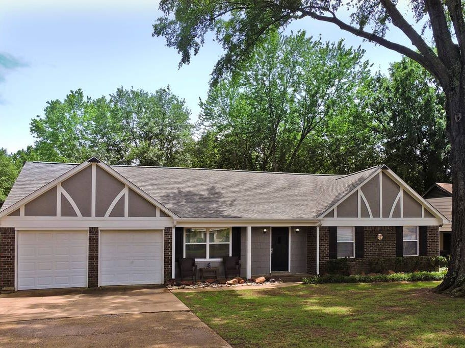 Family Friendly Home in Quiet Cove in Southaven is fully remodeled and close to Memphis.