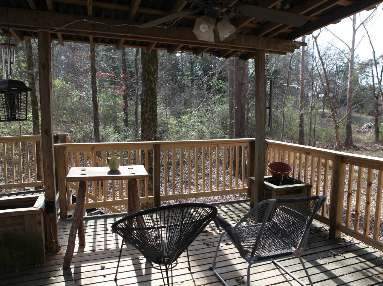 This Starkville Cozy Cabin Get-a-way Starkville is very private but convenient to everything in town.