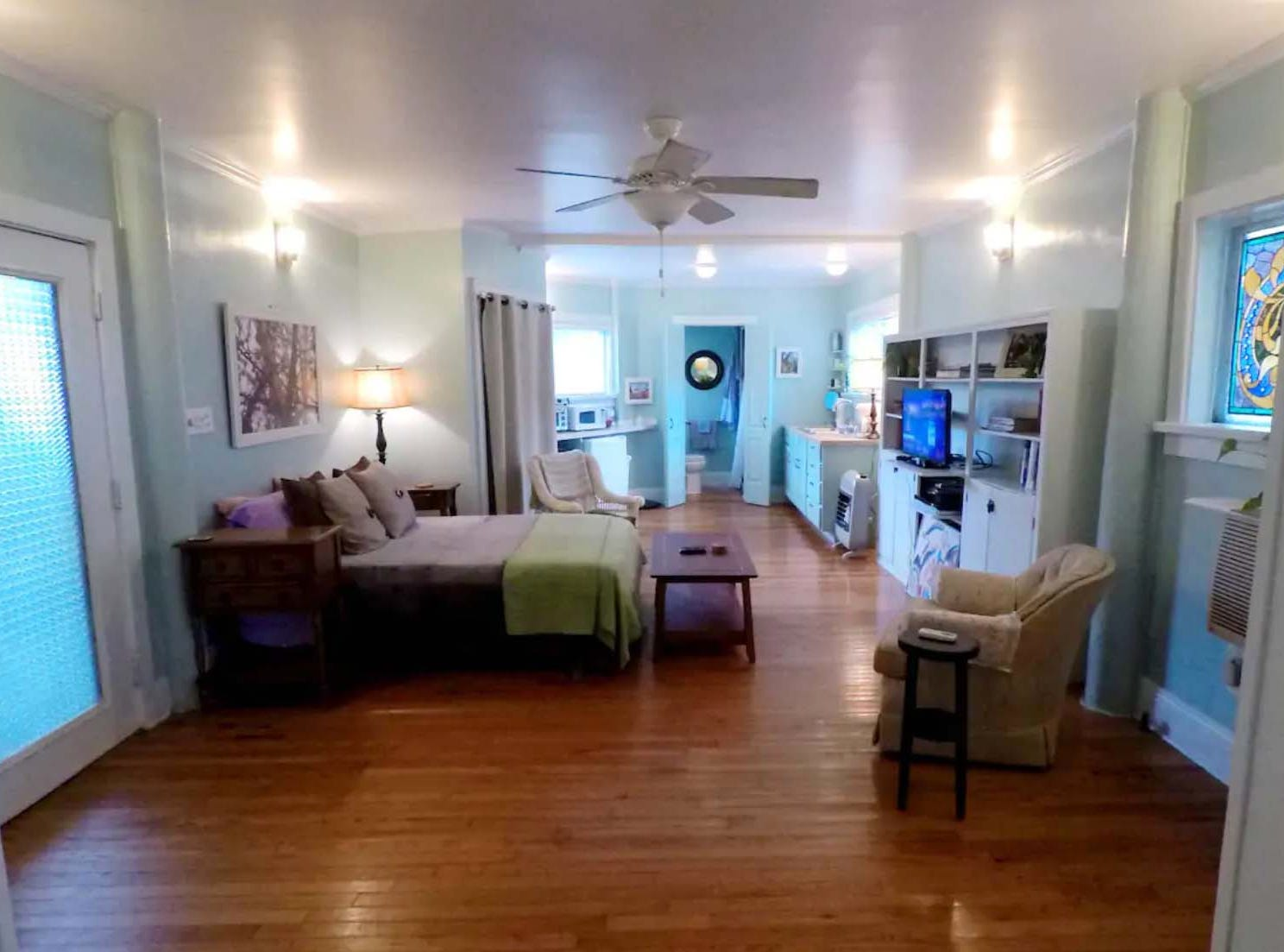 The Studio by the Beach in Pass Christian has what you'll need for a stay at the beach.